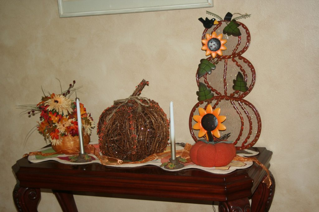 Festive Entry Table ~ Lifeofjoy.me