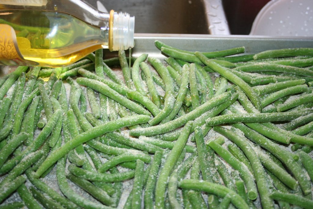Drizzle Oil on green beans ~ Lifeofjoy.me
