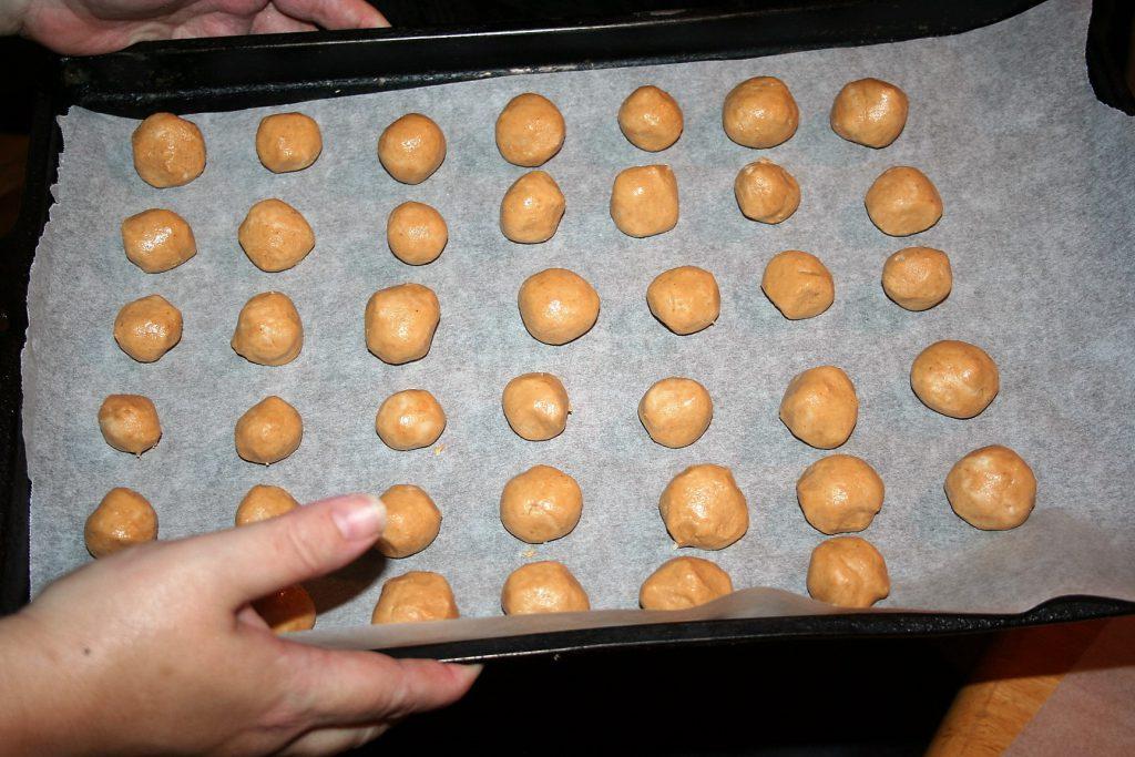 Peanut Butter Balls ~ Lifeofjoy.me