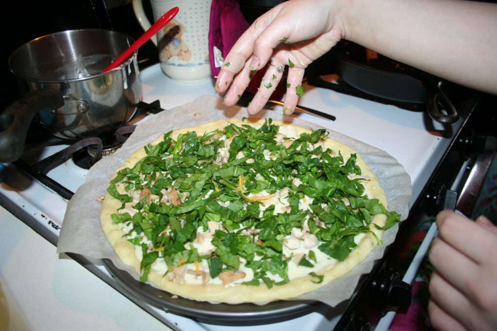Chicken Alfredo Pizza ~ lifeofjoy.me
